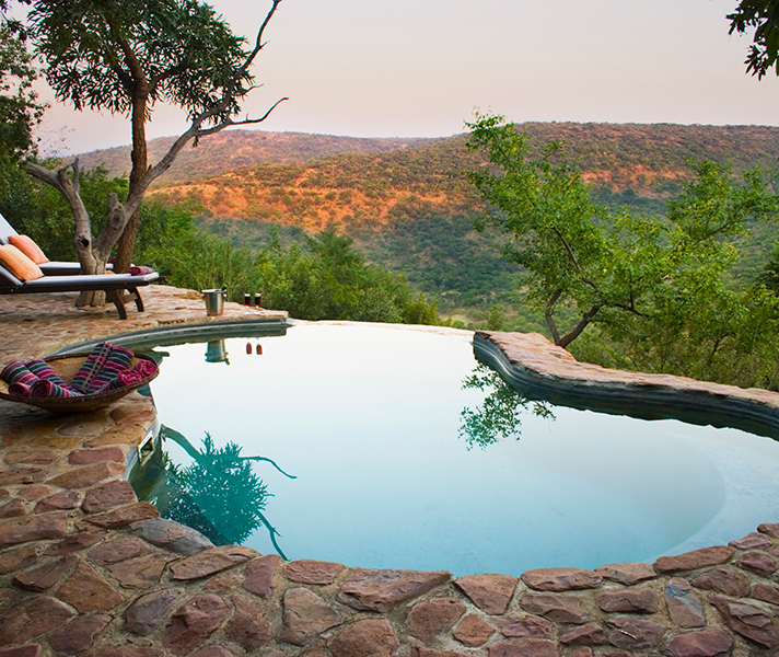 Isibindi Zulu Lodge overlooks the famous frontier country.