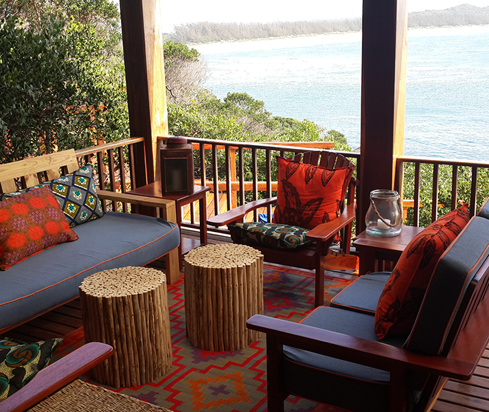 The cheerful Machangulo Beach Lodge straddles a calm estuaries on one side and the warm Indian Ocean on the other.