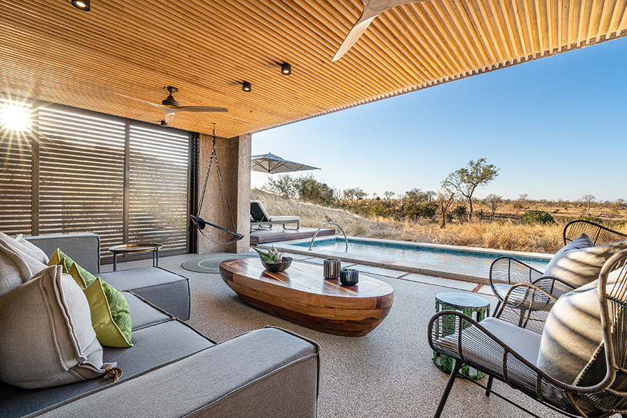 Sabi_Sabi_earth_lodge_lux_suite_terrace_lounge_resize1
