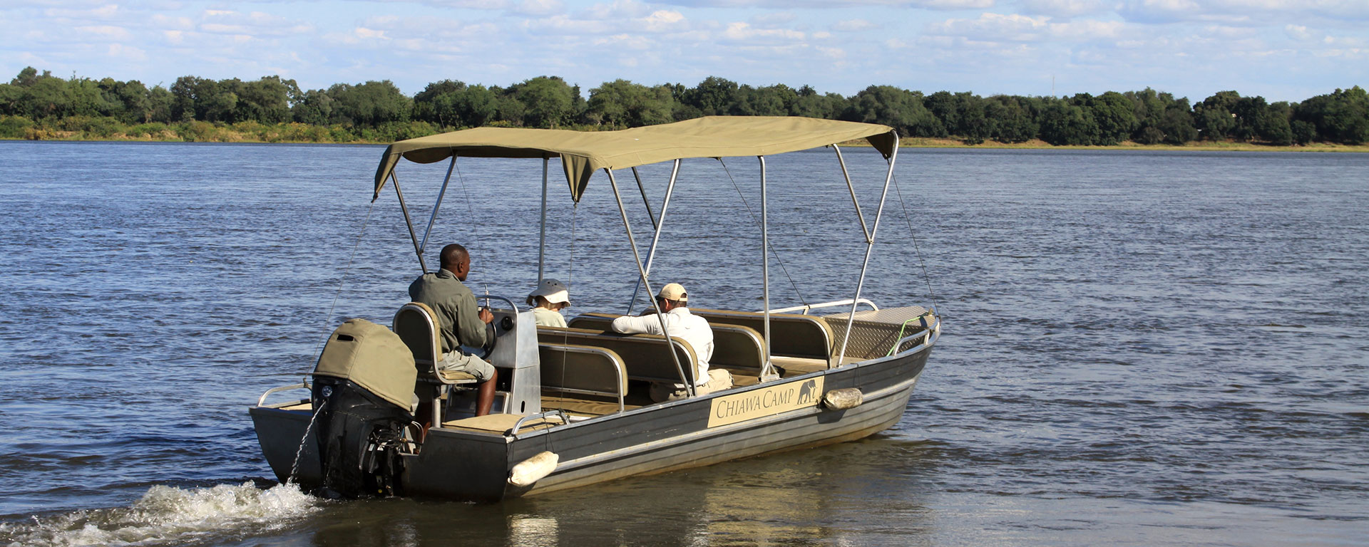 The Zambezi River allows for huge variety of activities in the park, like cruises, canoeing and fishing. It's a great place to pass the heat of the afternoon before the late game drive.