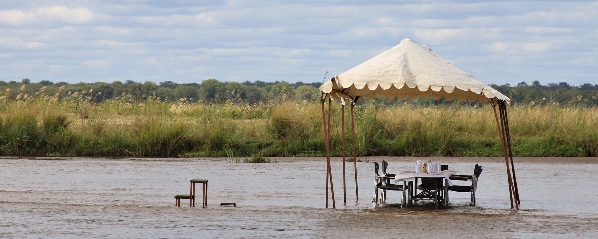 Lunch in the river – the Zambezi's sandbanks make for impromptu 'restaurants'.