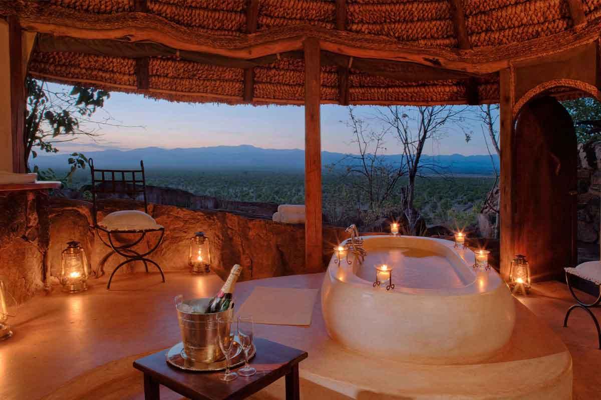 Romantic bath with a view at Elsas Kopje.